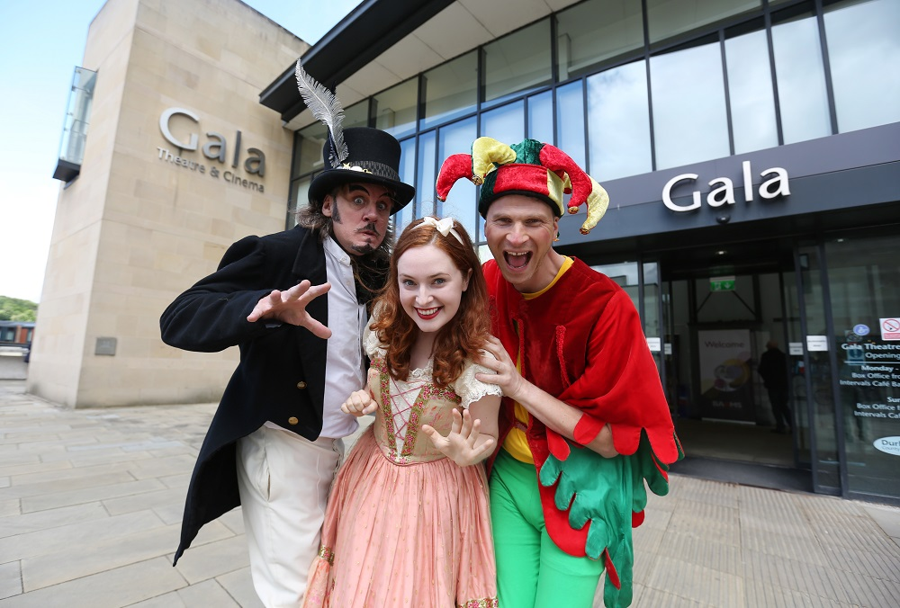 Review & Top Tips | Gala Theatre Durham Panto  - the cast of Seven Drawfs