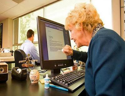 Lustige Bilder von alten Menschen am Computer