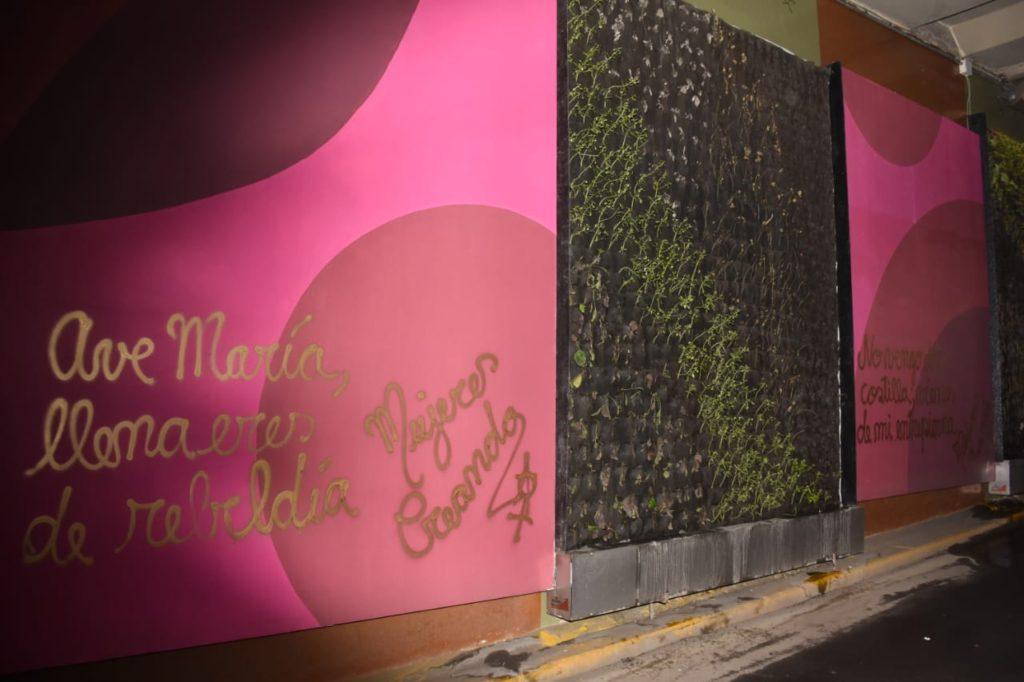 Paneles municipales aparecieron pintados con la letra de Galindo / GAMLP