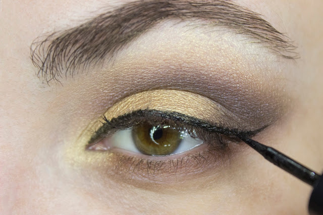New year make-up 2018: golden accent. Step 8: Limoni 24h Lacquer Eyeliner