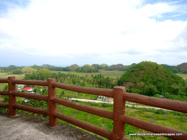 Chocolate_Hills viewing_deck in Sagbayan Peak Bohol