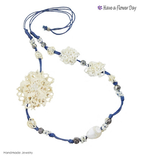 BOLILLOS #01. Collar con flores de encaje · Lace flowers necklace