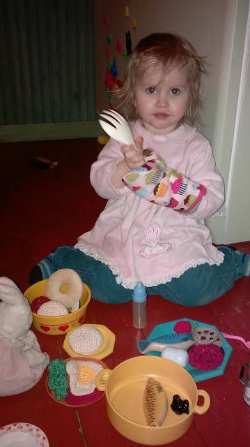 leikkiruoka laitetaan ruokaa leikisti