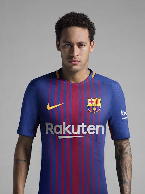 Nouveau maillot domicile du FC Barcelone, saison 2017 / 2018