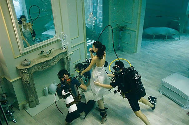 15+ Pics That Show Photography Is The Biggest Lie Ever - Underwater Photoshoot
