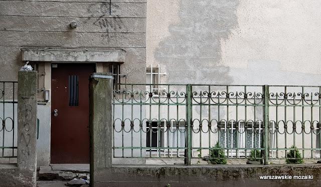 Warszawa Warsaw willa pałacyk architektura przedwojenna Mokotów architektura Mokotowa płot ogrodzenie