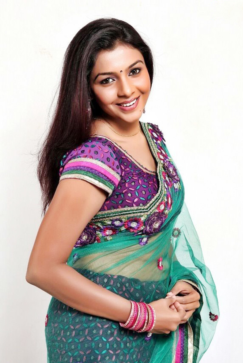 winnning and elegant Kadhal saranya new pics in green saree