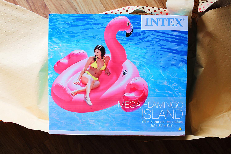 Mister Pink, der Mega-Flamingo als Badeinsel.  | Arthurs Tochter kocht von Astrid Paul. Der Blog für Food, Wine, Travel & Love