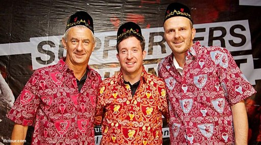 Legenda Bintang Bola Liverpool Memakai Batik