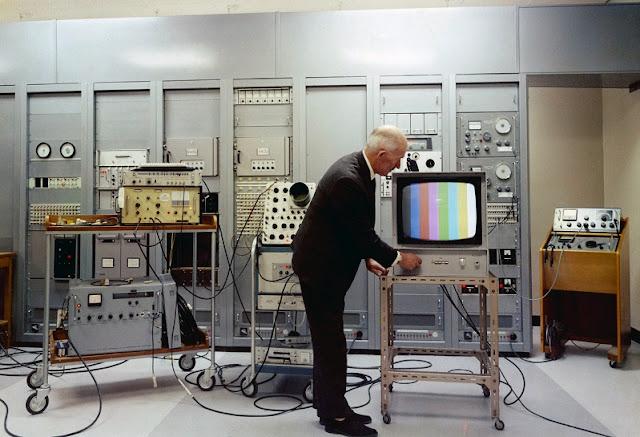 اوب تلفاز بالالوان