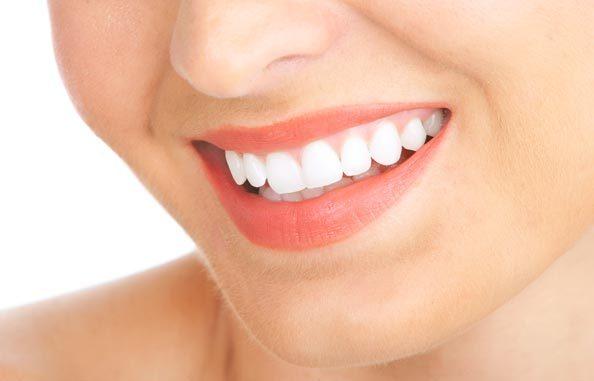 نصائح طبيعية للحصول على أسنان ناصعة البياض مثل كل المشاهير في اسبوع واحد فقط