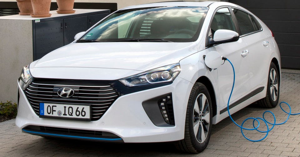 hyundai ioniq plug in hybrid now available for order in europe 40 pics. Black Bedroom Furniture Sets. Home Design Ideas