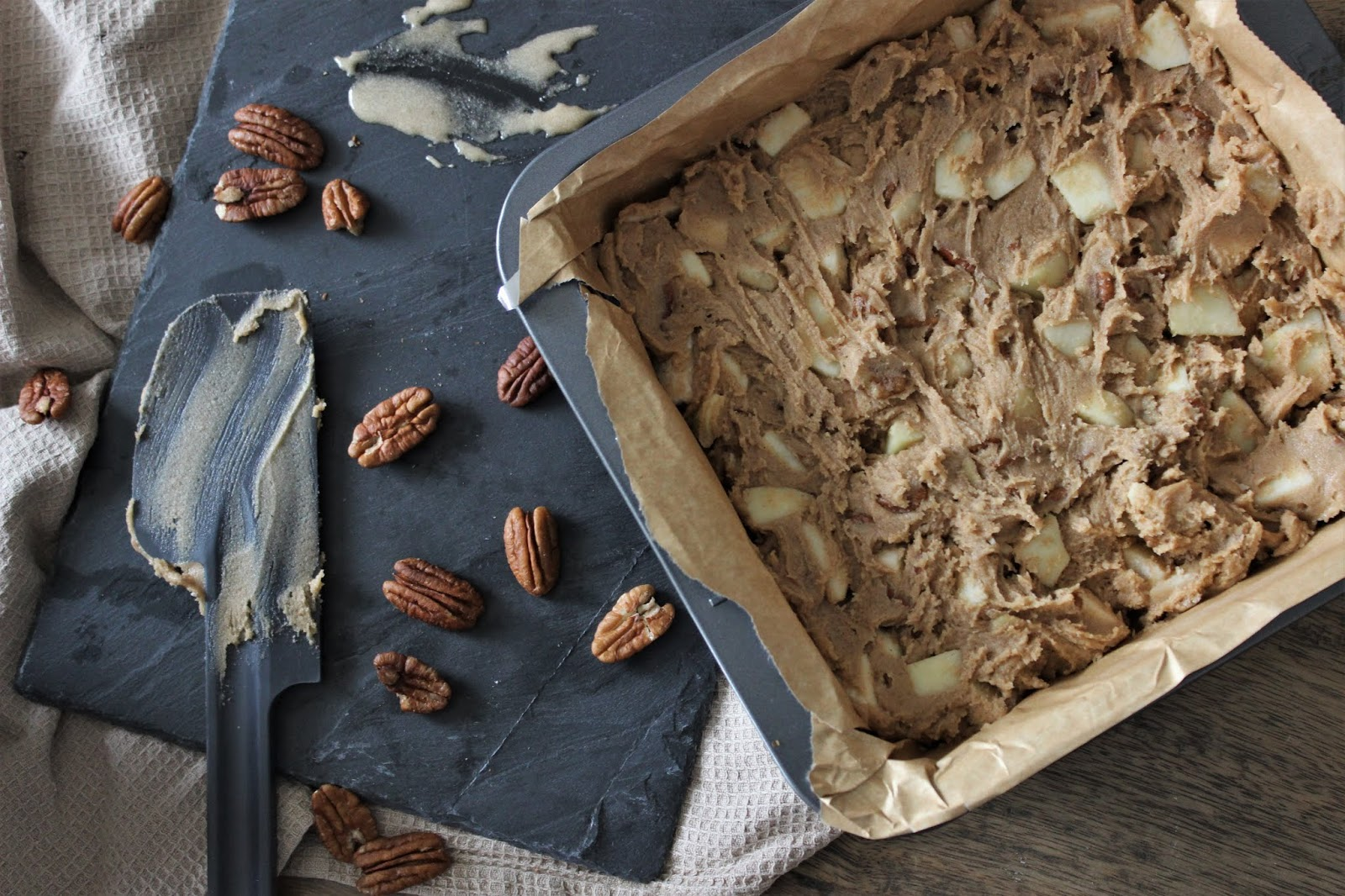 apple-pecan-blondies