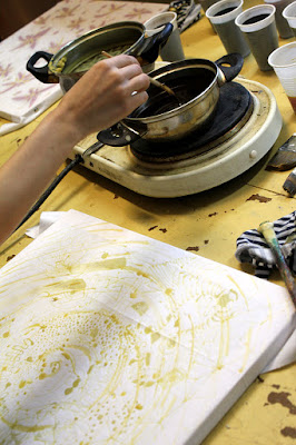 Batik - malowanie woskiem, batik, obraz, malowanie, art, wosk, barwienie, tkanin, ubraniach, odzieży, własna tkanina, warsztaty, wrocław, tworzyciele wrocław, diy,