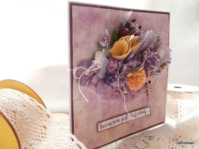 wiosenne kwiaty z papieru i tkaniny ręcznie robione
