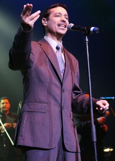Foto de Eddie Santiago en el escenario