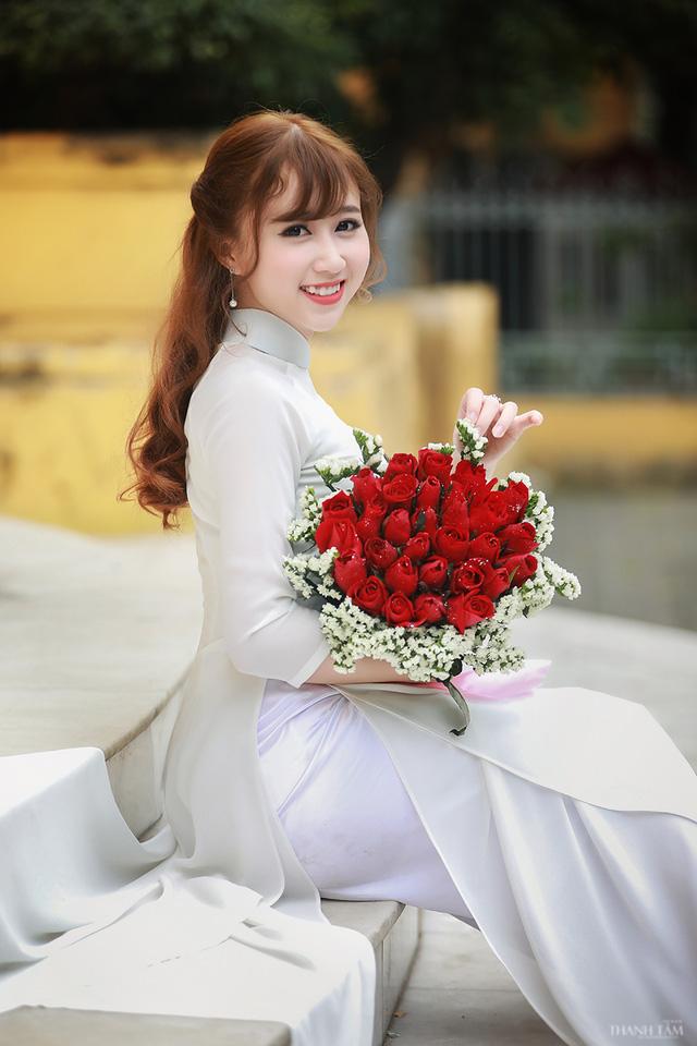 Hoa Khôi Phạm Thị Duyên với Áo Dài Duyên Dáng - Sexy Girls