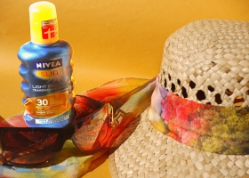 Picture of sunscreen and a hat.