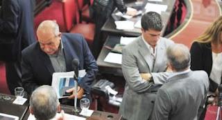 Luego de intensas negociaciones, el Senado bonaerense aprobó esta noche la incorporación al Banco Provincia de dos dirigentes ligados a Florencio Randazzo y Julián Domínguez que reemplazarán a dos hombres que responden a Daniel Scioli y Aníbal Fernández.