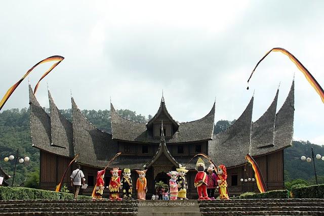 Indonesia | Jejak Warisan Ke Istano Basa Pagaruyung (Istana Besar Pagaruyung)