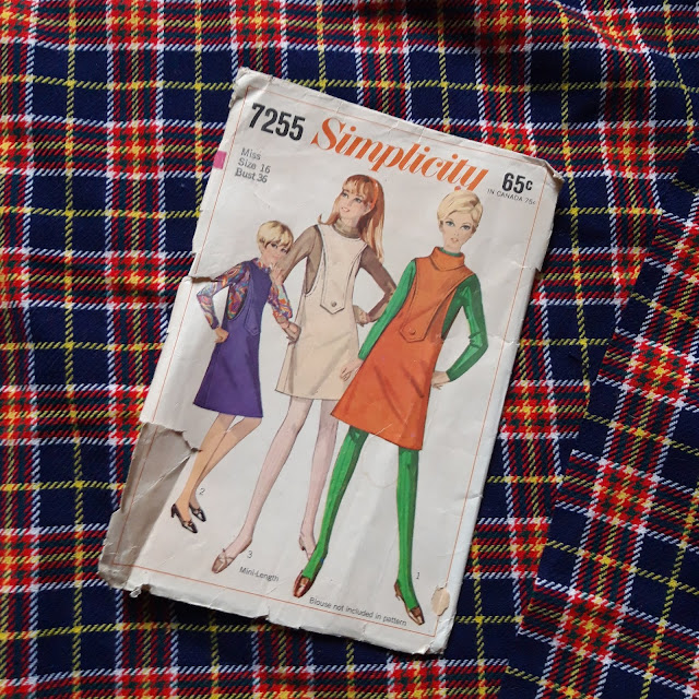 Robe Simplicity 7255 de 1967  Pinafore dress 60s