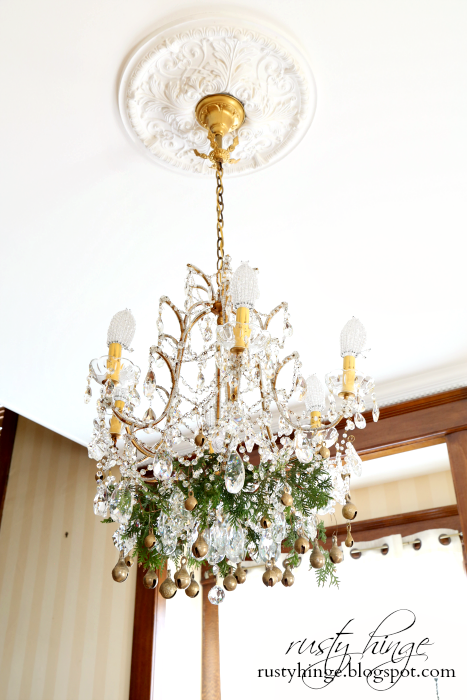 Chandelier Christmas Decor Ideas