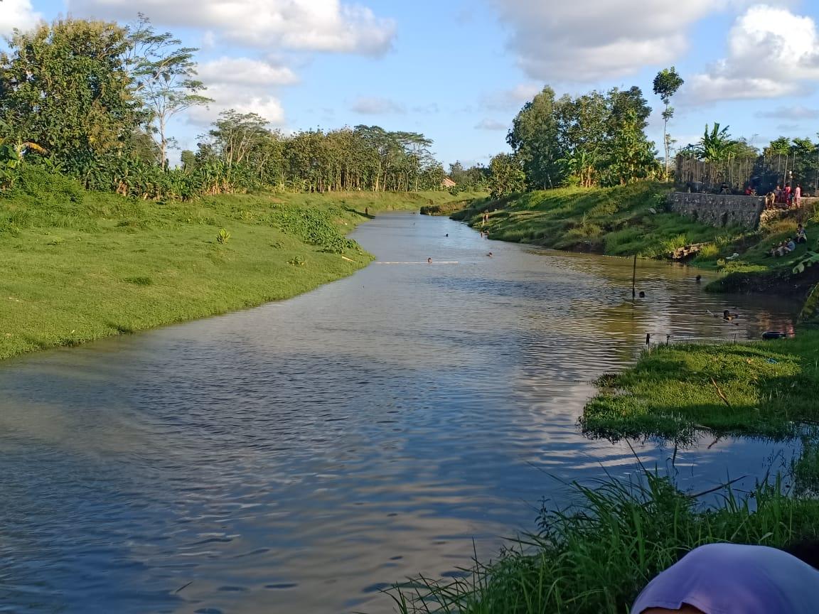 Main Gethek, Warga Buayan Tewas Tenggelam di Sungai Jatinegara