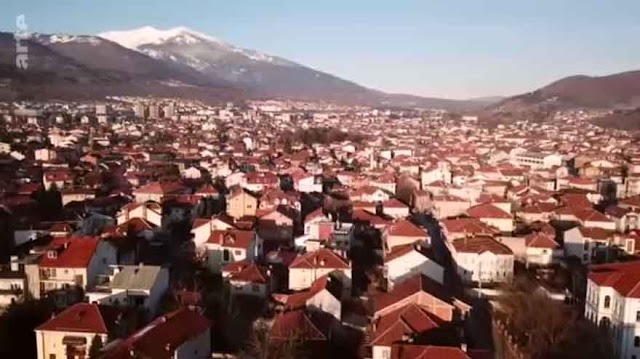 Arte TV: Mazedonierin auf gepackten Koffern