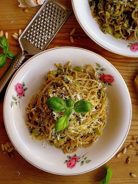 Szybki makaron z cukinią i pesto / Quick Pasta with Zucchini and Pesto