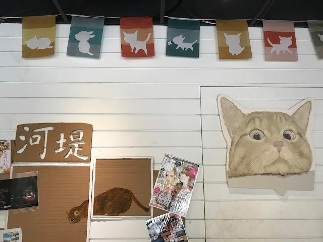 [新竹。飲料] 河堤上的貓。茶葉味道不酸澀,奶茶不甜膩的新竹熱門飲料店。咪嗚 咪嗚 真的好好喝~難怪總是 ...