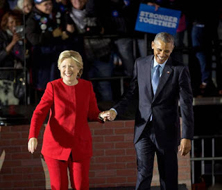 The Obamas pass torch to Clinton As the campaign closes