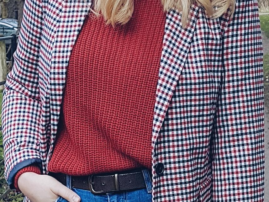 Gingham check blazer czyli czerwony sweter & marynarka w kratę