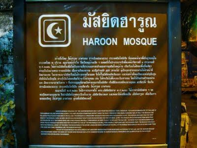 Papan Informasi Tentang Masjid Haroon