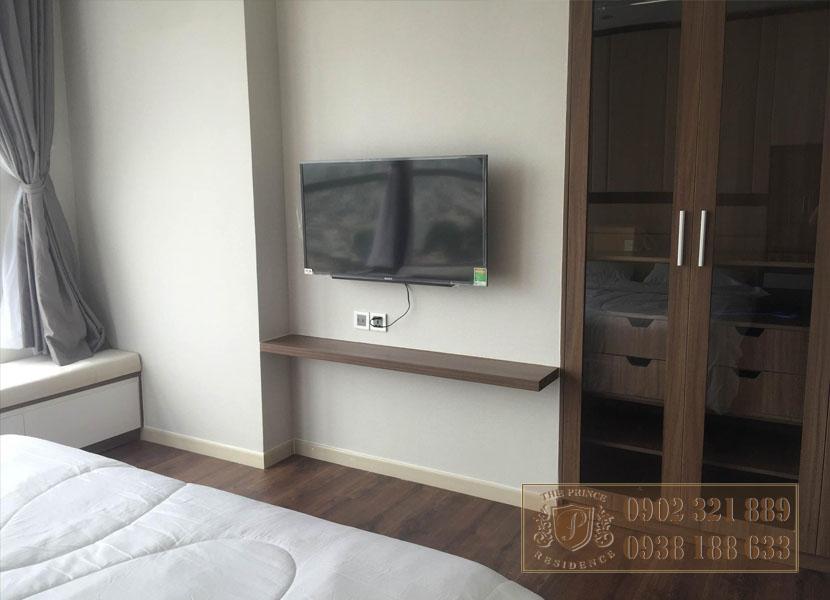 căn hộ The Prince 3PN tầng cao - tivi phòng ngủ