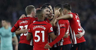 Charlie Austin's strike ends Arsenal's 22-game unbeaten run as the Southampton man punished a howler from Gunners goalkeeper Bernd Leno to seal a shock 3-2 win on Sunday.