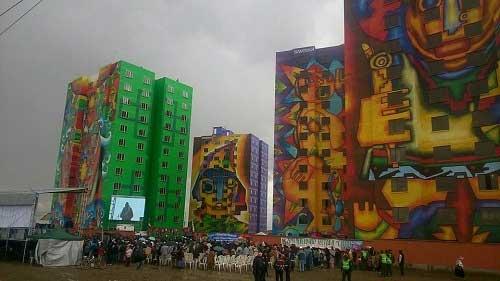 """Morales inaugura condominio """"Wiphala"""" en El Alto, la obra de vivienda social más grande del país"""