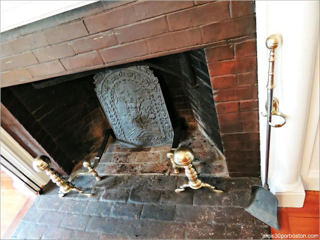 Chimenea del Segundo Comedor de la Mansión Ropes en Salem