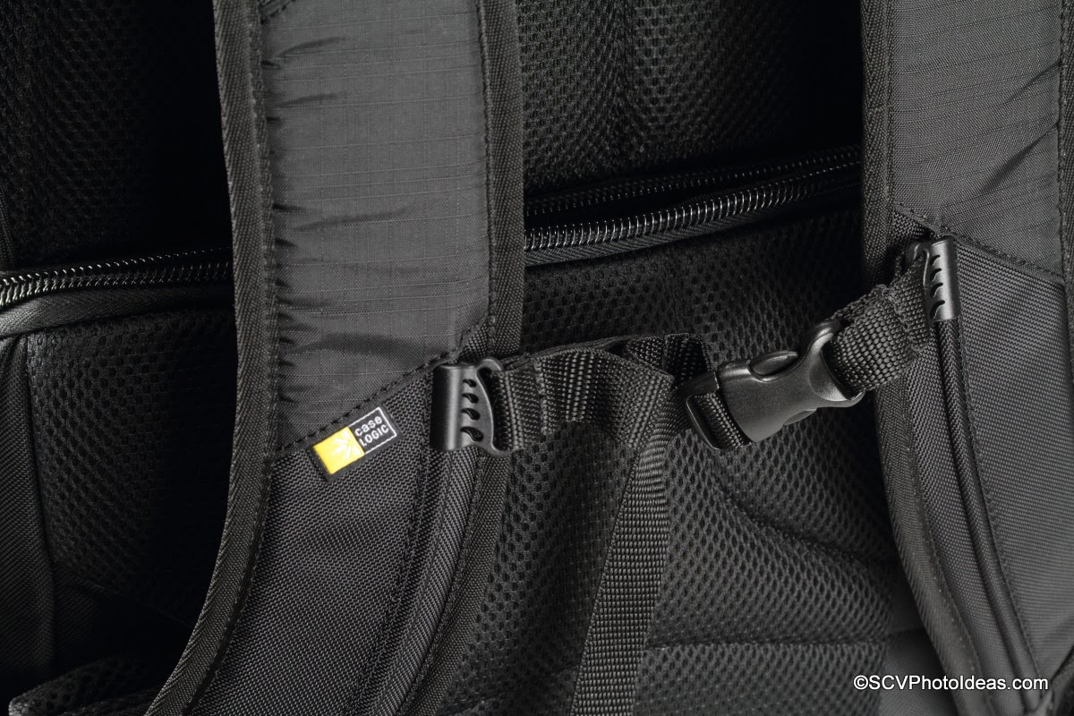 Case Logic DSB-103 sternum tension strap detail
