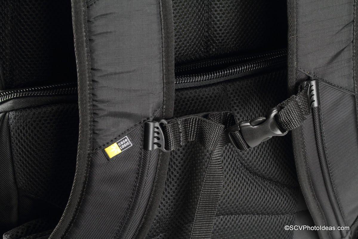 Case Logic DSB-103 sternum tension strap detail