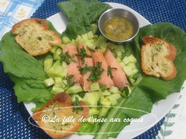 La Fille De L Anse Aux Coques Salade De Saumon Fume Sauce Aux
