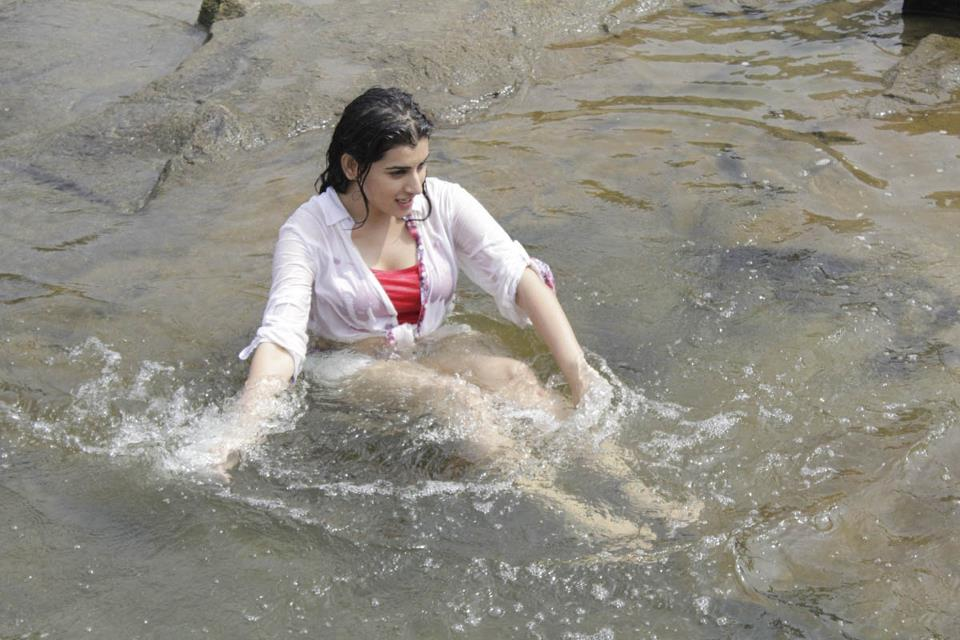 Archana Veda in water, Archana Veda hot photos in Panchami