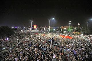Muslim Turki Rayakan Gagalnya Kudeta Militer terhadap Pemerintah Erdogan