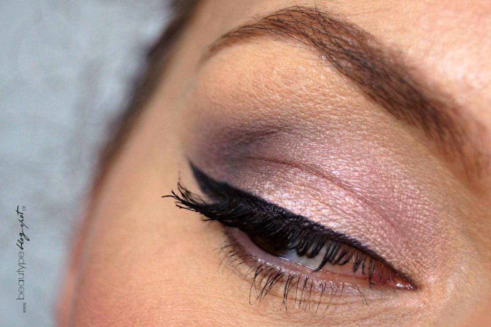 Hochzeits-Make-up für blaue Augen