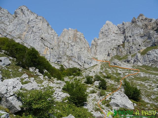 Ruta Torre Bermeja: Salida de la Fuente al Collado Pambuches