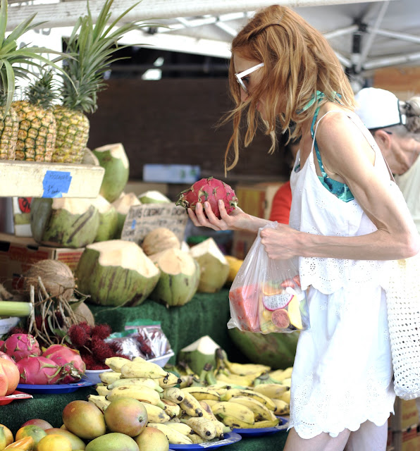 Fruit Stand (roadside along Kamehameha Hwy) Hawaii