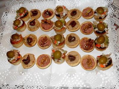 Tartaletas de varios rellenos de queso, de sobrasada, de mouse de anchoas