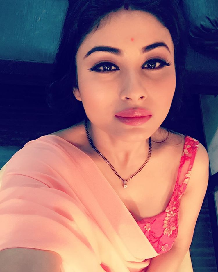 Mouni Roy Height, Weight, Age, Husband, Affairs & More, TV actress Mouni Roy Serial, Character Name, Photo, wallpaper