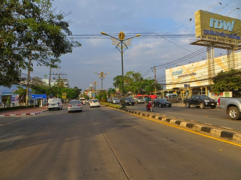 Центральная улица Тайского города