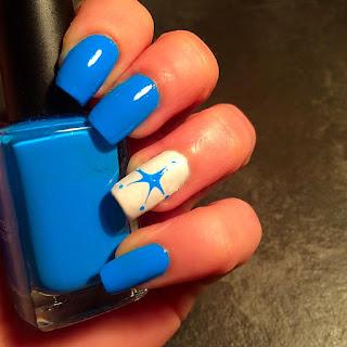 nail art blu marina colorata di blu e stella realizzata con il dotter perfetta per il segno Acquario per tutto il 2016