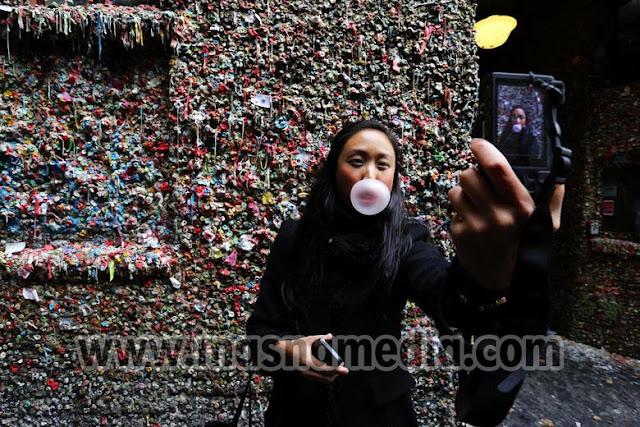 Tempat Wisata Unik Gum Wall